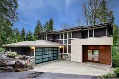 5075 W Mercer Way, Mercer Island WA 98040