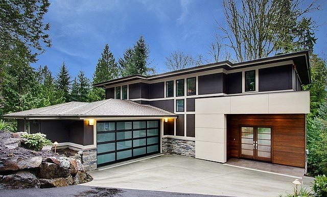Sleek and unique contemporary design with a trickling brook and